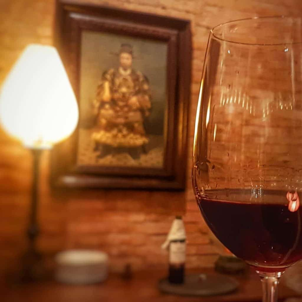 When vietnamese ancestor meets the french tradition, what can they talk about? #santé #cheers #gambe